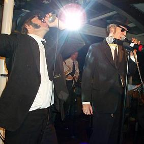 MOOSE BROTHERS (BLUES BROTHERS)