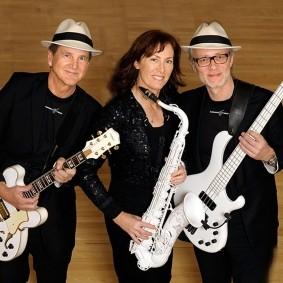 Svenssons Treooo & Monika Bring med den vita saxofonen